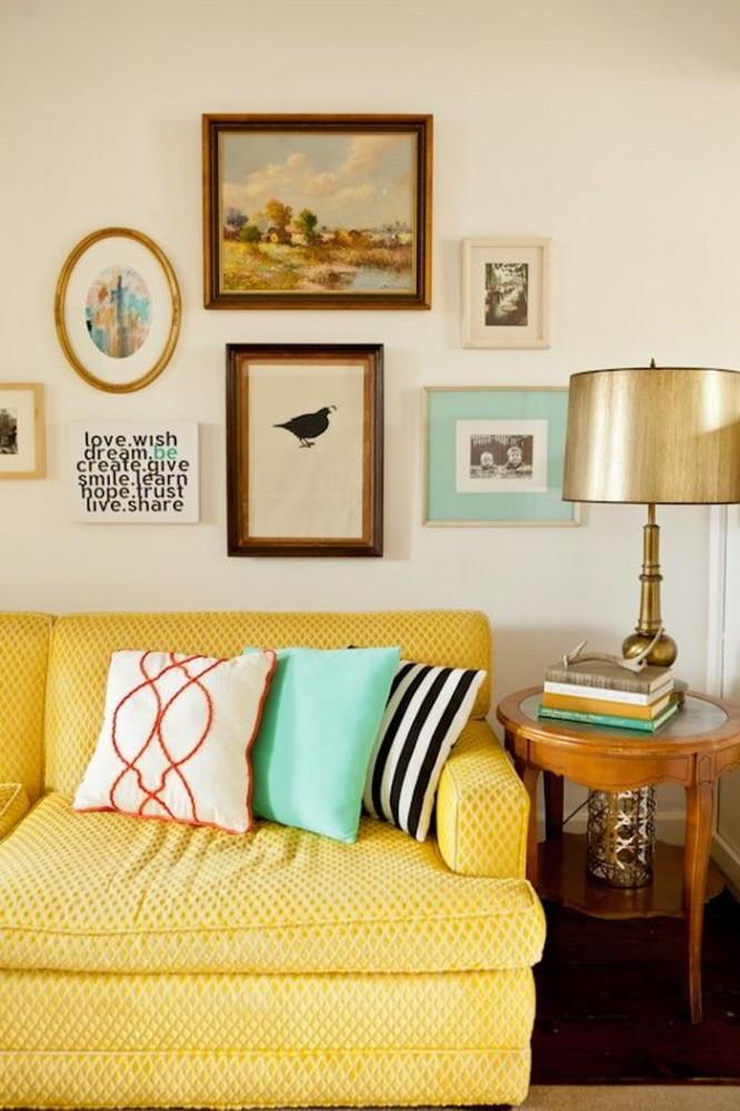 Гостиная в  цветах:   Бежевый, Желтый, Светло-серый, Черный.  Гостиная в  стиле:   Минимализм.