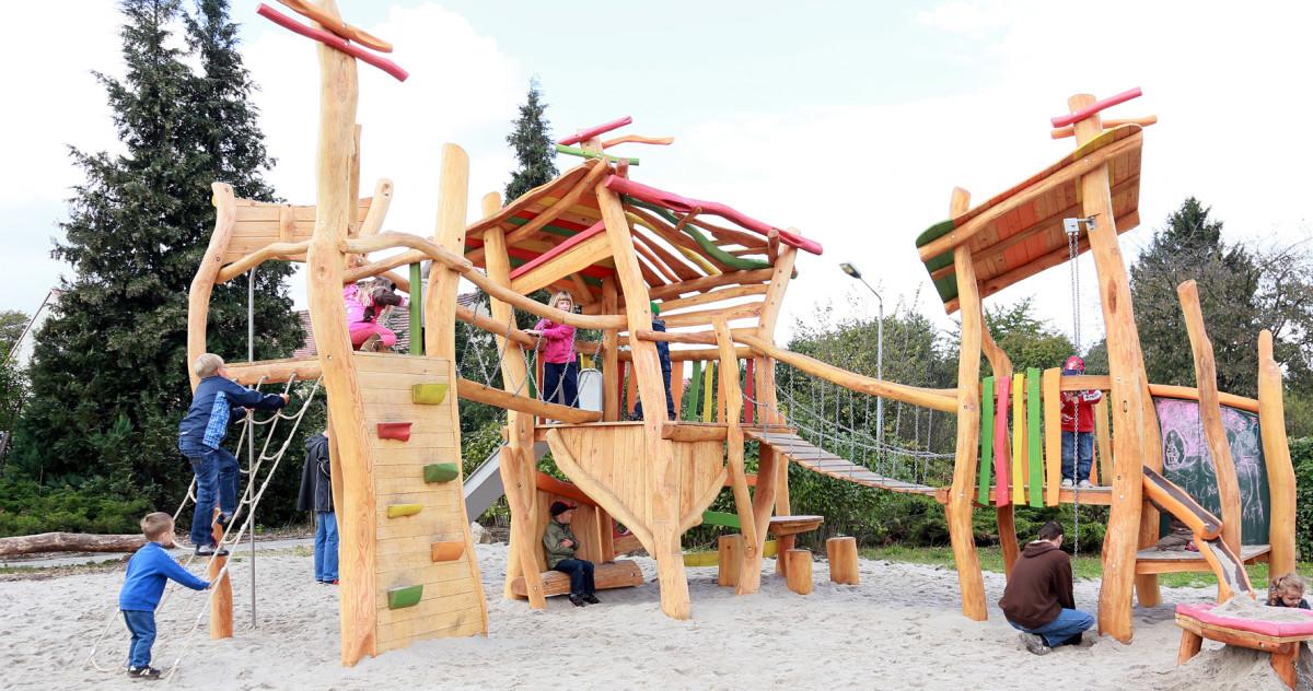Как оборудовать детскую площадку на даче и сколько это стоит