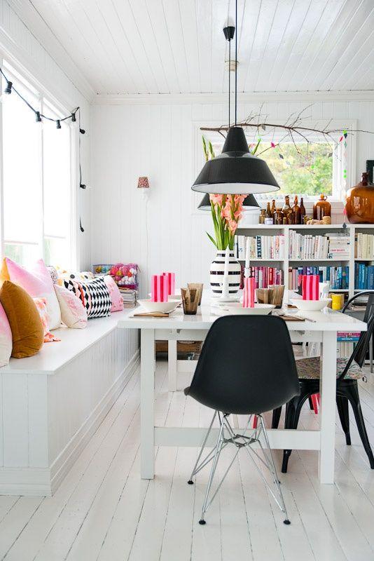 Кухня/столовая в  цветах:   Белый, Желтый, Коричневый, Светло-серый.  Кухня/столовая в  стиле:   Скандинавский.