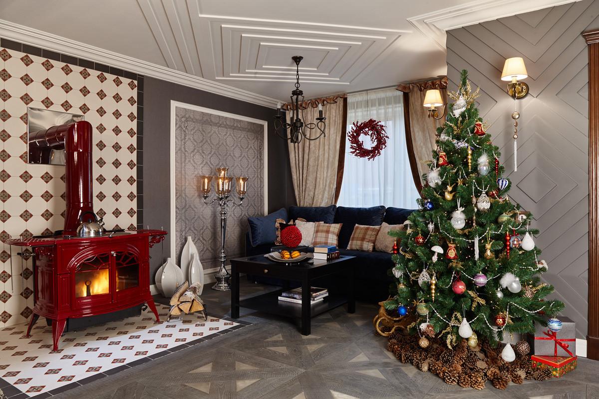 Интересный пример новогоднего декора в подмосковном доме