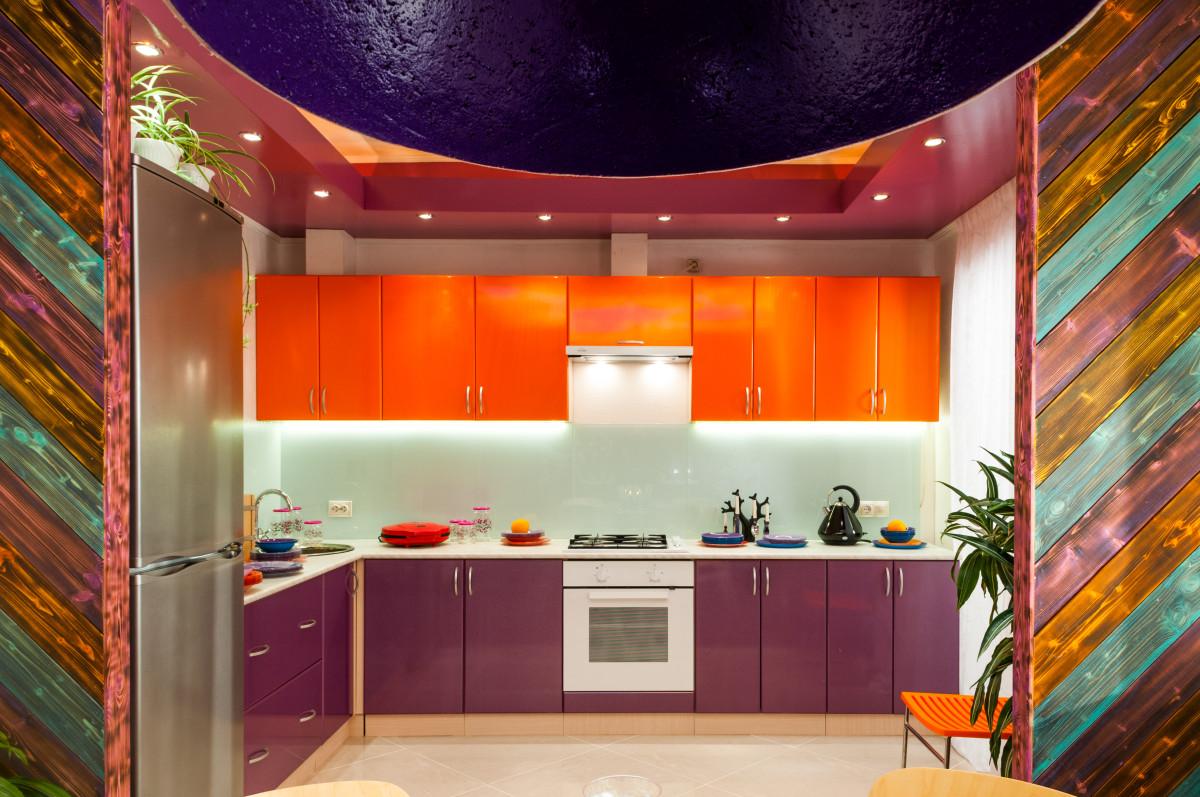 Кухня/столовая в  цветах:   Бежевый, Коричневый, Оранжевый, Светло-серый, Темно-коричневый.  Кухня/столовая в  стиле:   Минимализм.