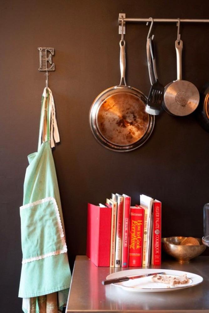 Кухня в цветах: черный, серый, темно-коричневый, коричневый. Кухня в .