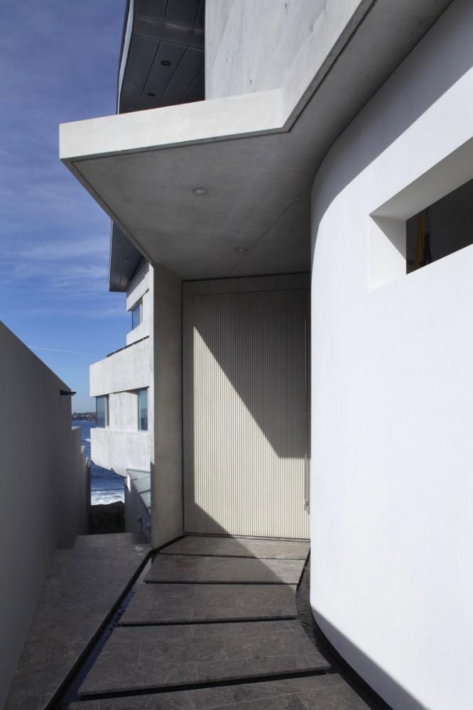 Архитектура в цветах: серый, светло-серый, белый. Архитектура в .