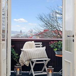 Балкон, веранда, патио в цветах: голубой, черный, серый, белый. Балкон, веранда, патио в стиле скандинавский стиль.