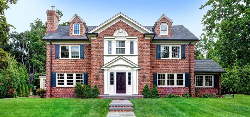 Из чего построить дом: плюсы и минусы кирпичных строений