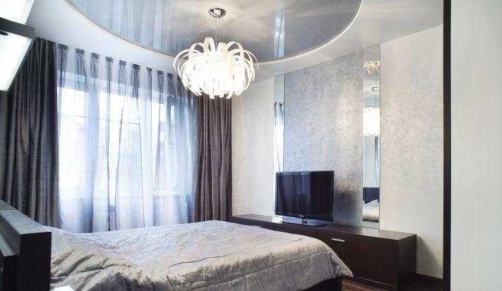Спальня в цветах: голубой, черный, серый, светло-серый. Спальня в стиле классика.