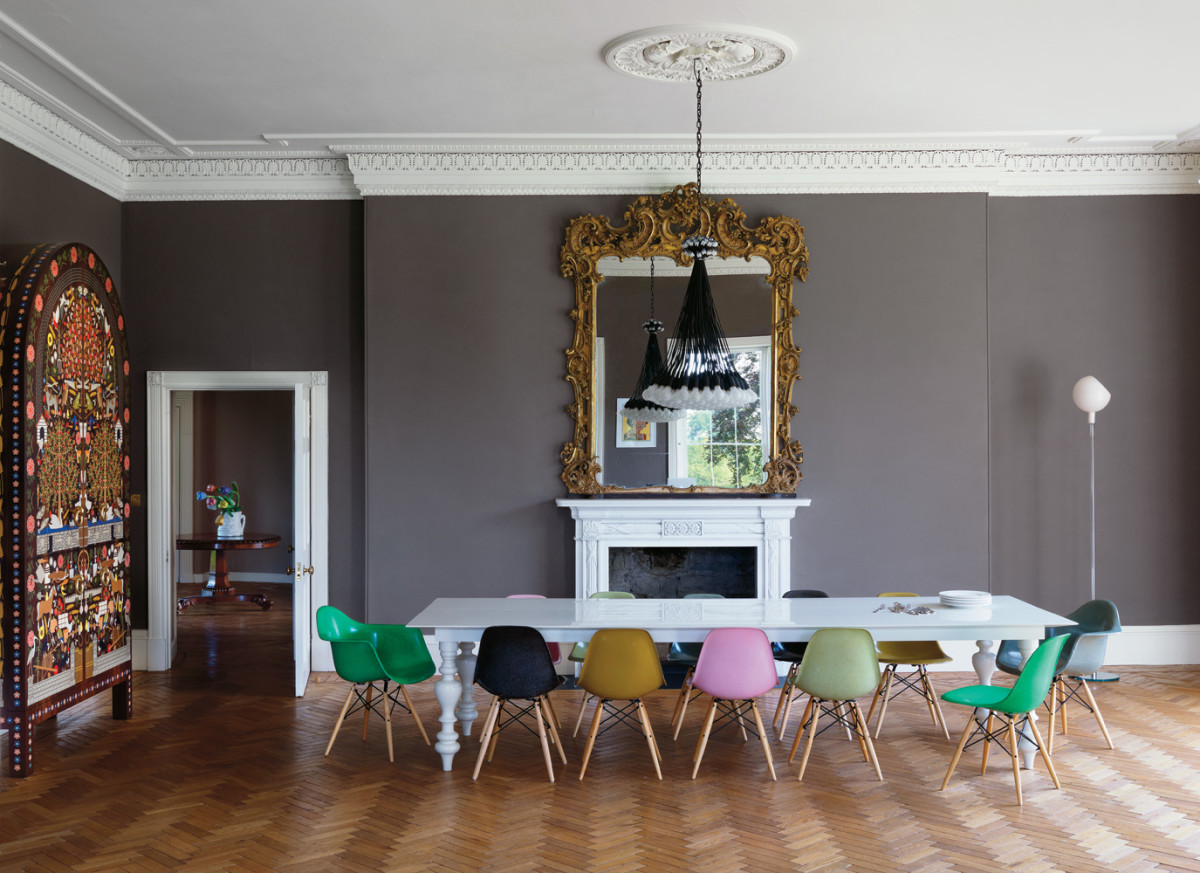 Гостиная, холл в цветах: голубой, черный, серый, светло-серый, белый. Гостиная, холл в стиле эклектика.