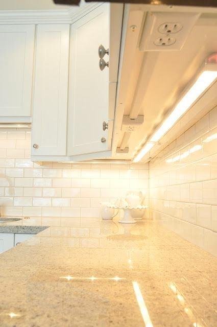 Кухня в цветах: желтый, светло-серый, белый. Кухня в .