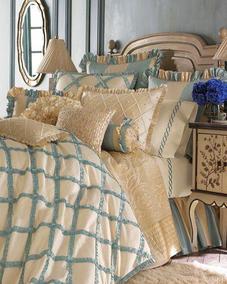Спальня в цветах: серый, светло-серый, бежевый. Спальня в стиле французские стили.