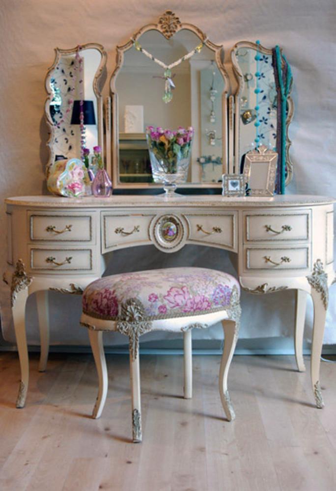 Мебель и предметы интерьера в цветах: серый, светло-серый, белый, коричневый. Мебель и предметы интерьера в .