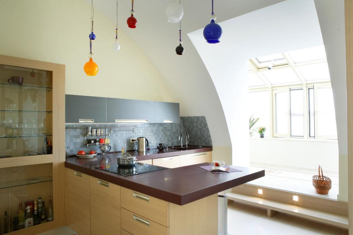 Кухня в цветах: серый, белый, коричневый, бежевый. Кухня в стиле арт-деко.