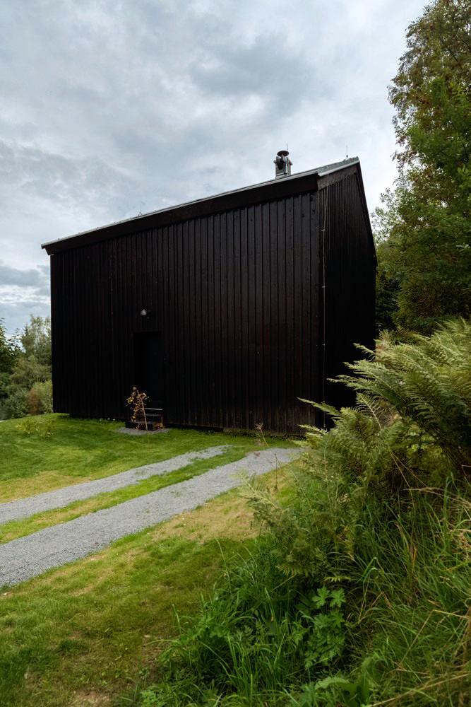 Архитектура в цветах: черный, серый, белый, темно-зеленый, бежевый. Архитектура в .
