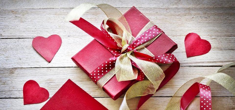 Что подарить на 14 февраля: обзор 10 лучших предметов
