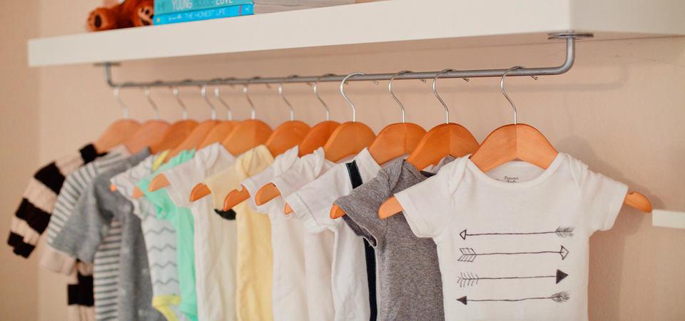 Как обустроить гардероб в детской: 5 советов и 20 примеров