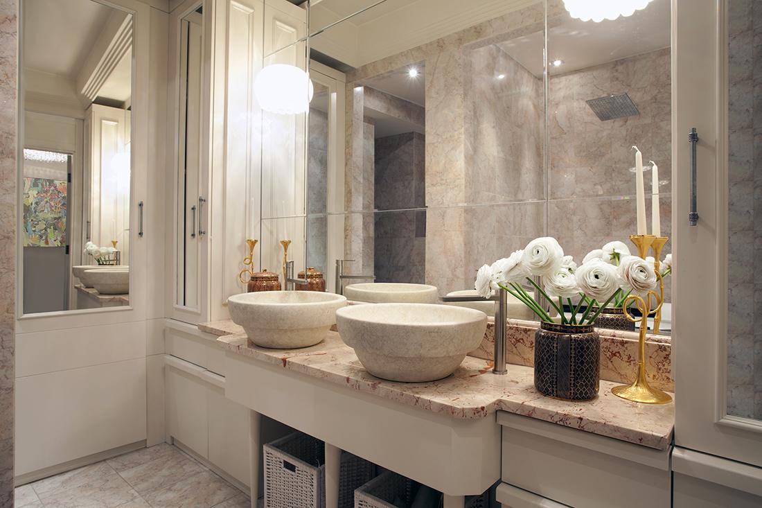 Туалет в цветах: светло-серый, белый, коричневый, бежевый. Туалет в стиле американский стиль.