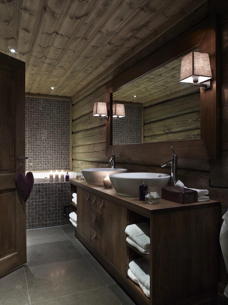 Ванная в цветах: серый, светло-серый, белый, темно-зеленый, темно-коричневый. Ванная в стиле скандинавский стиль.
