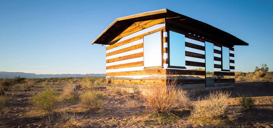 Дом-призрак: зеркальная инсталляция в пустыне США