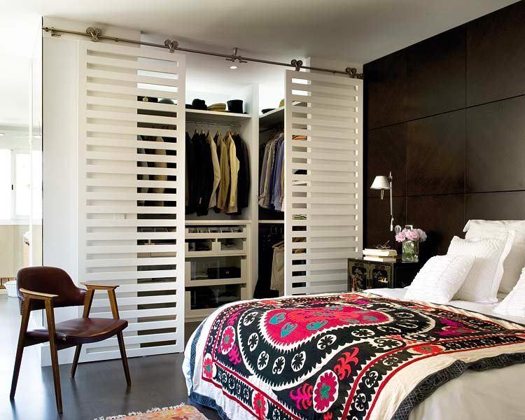 Мебель и предметы интерьера в цветах: черный, серый, светло-серый, коричневый. Мебель и предметы интерьера в стиле этника.