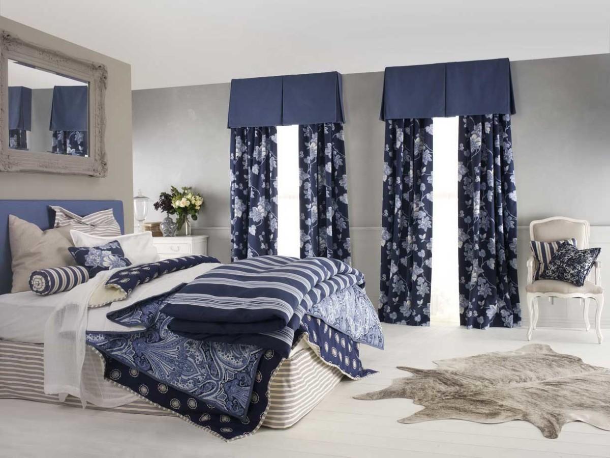 Спальня в цветах: светло-серый, белый, сине-зеленый, бежевый. Спальня в стиле американский стиль.