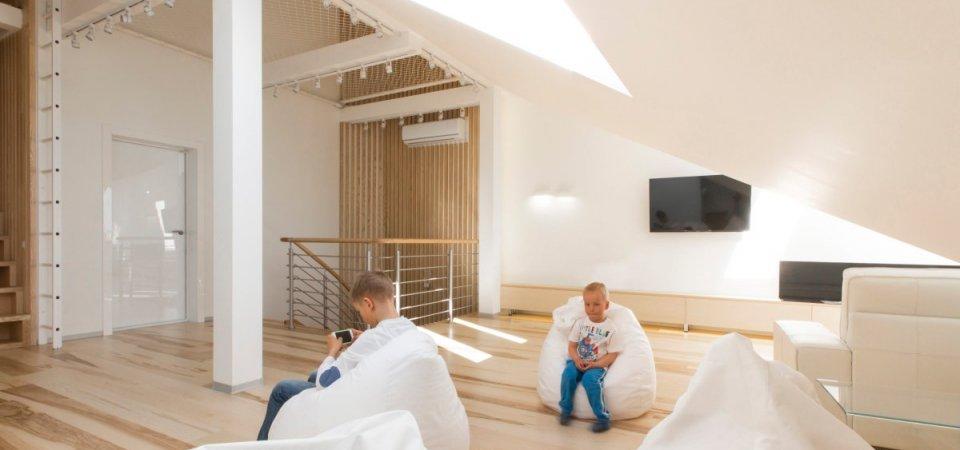 Интерьер недели: идеальная двухуровневая квартира с мансардой для московской семьи