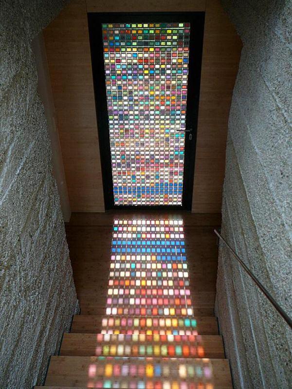Лестница в цветах: черный, серый, светло-серый, темно-коричневый, бежевый. Лестница в стиле минимализм.