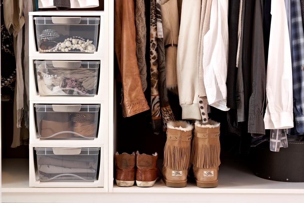 Мебель и предметы интерьера в цветах: черный, серый, светло-серый, белый, коричневый. Мебель и предметы интерьера в стилях: скандинавский стиль.