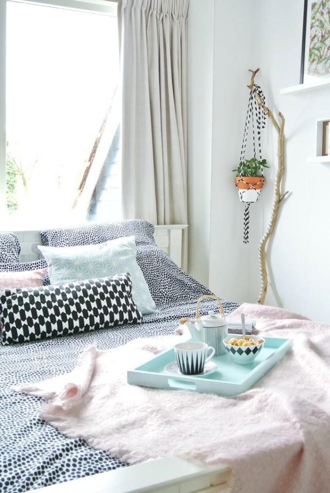 Мебель и предметы интерьера в цветах: бирюзовый, черный, серый, белый. Мебель и предметы интерьера в стиле эклектика.