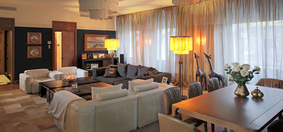 Квартира в Москве: интерьер с сиреневой спальней для холостяка