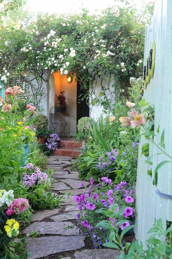 Ландшафт в цветах: бирюзовый, серый, темно-зеленый, салатовый. Ландшафт в стиле экологический стиль.