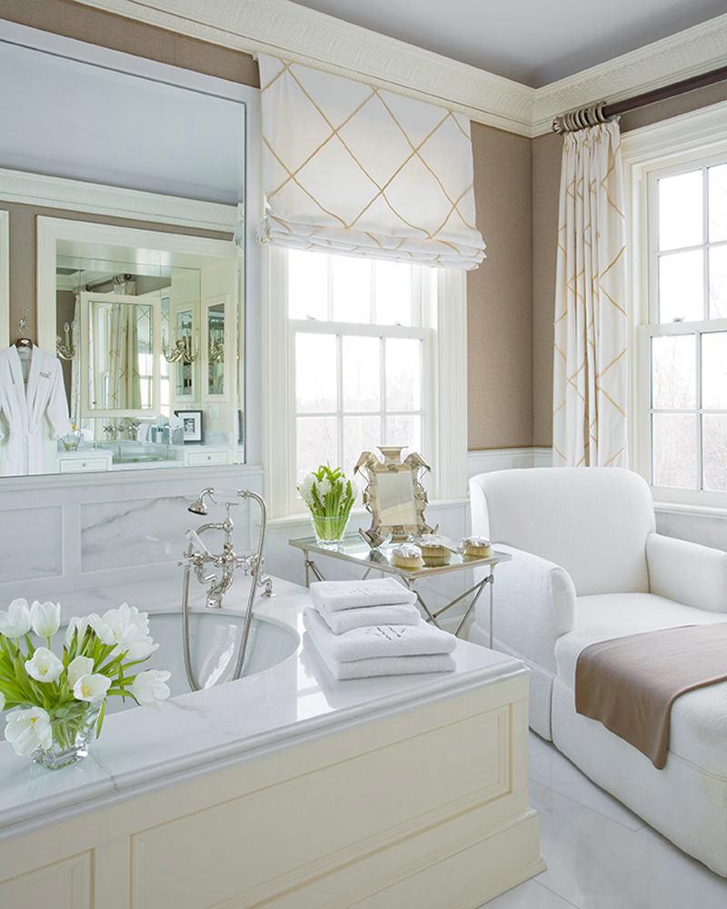 Декор в цветах: бирюзовый, серый, светло-серый, белый, бежевый. Декор в стиле неоклассика.