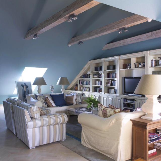 Мебель и предметы интерьера в цветах: серый, светло-серый, белый. Мебель и предметы интерьера в стиле классика.