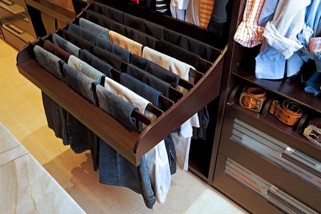 Мебель и предметы интерьера в цветах: черный, серый, светло-серый, темно-коричневый. Мебель и предметы интерьера в .