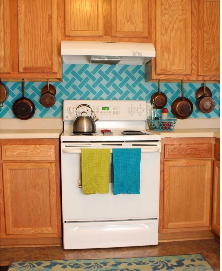 Кухня в цветах: оранжевый, светло-серый, бордовый, сине-зеленый, бежевый. Кухня в .