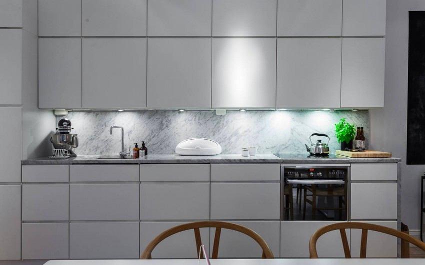 Кухня в цветах: бирюзовый, черный, серый, светло-серый, белый. Кухня в стиле скандинавский стиль.