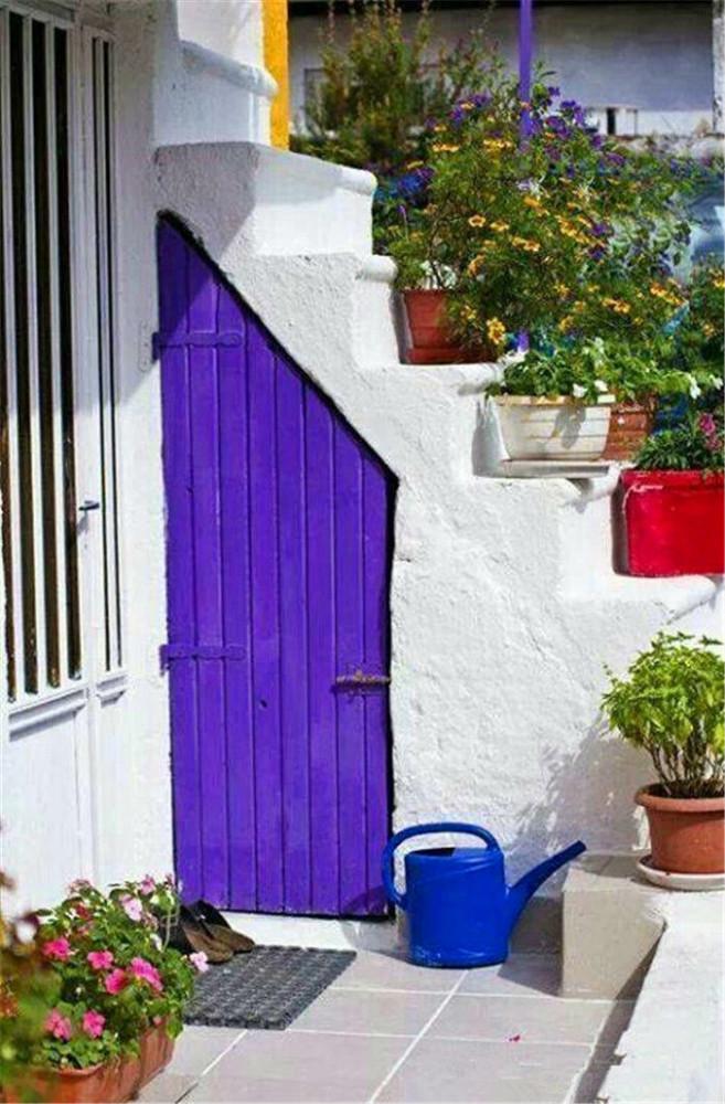 Архитектура в цветах: фиолетовый, серый, светло-серый, белый. Архитектура в .