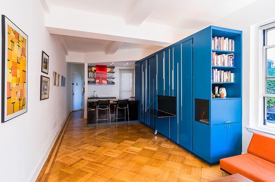 Гостиная, холл в цветах: оранжевый, бирюзовый, серый, светло-серый, бежевый. Гостиная, холл в стиле минимализм.