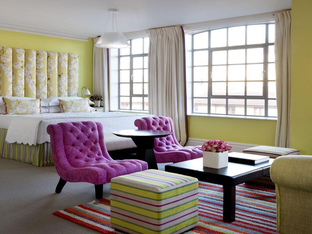Отель в цветах: серый, светло-серый, белый, бежевый. Отель в стиле арт-деко.