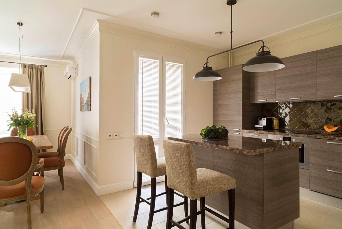 Кухня в цветах: темно-коричневый, коричневый, бежевый. Кухня в стиле минимализм.