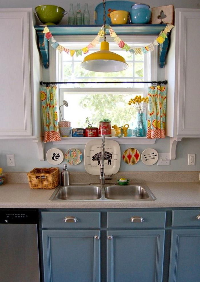 Кухня в цветах: бирюзовый, серый, белый. Кухня в стиле классика.