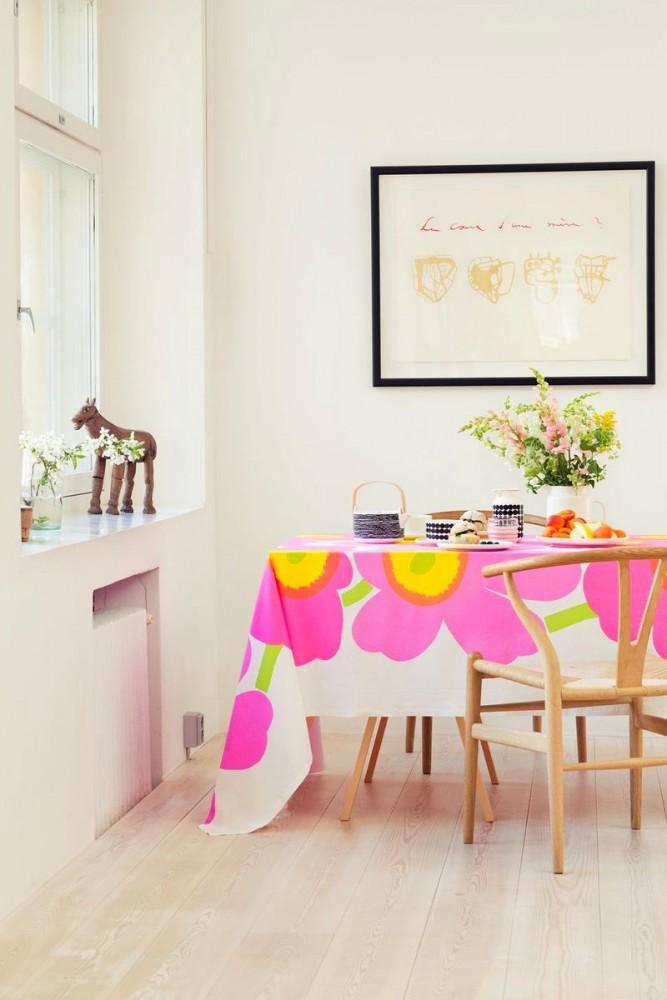 Декор в цветах: желтый, светло-серый, белый, розовый. Декор в стиле скандинавский стиль.