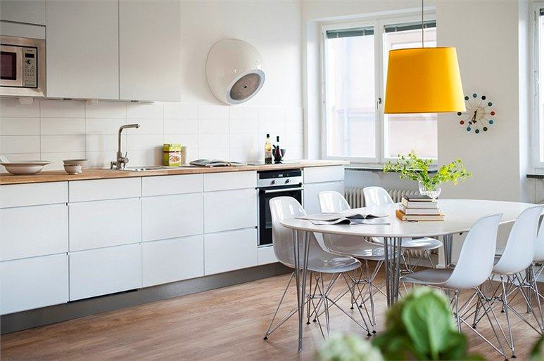 Кухня в цветах: серый, светло-серый, белый, бежевый. Кухня в стиле скандинавский стиль.