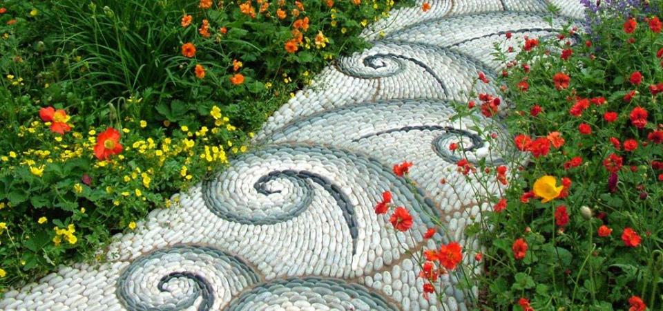 Как и чем оформить садовые дорожки: 6 идей и примеры