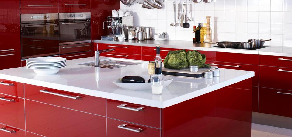 Модный цвет: 30 идей по применению бордового на кухне