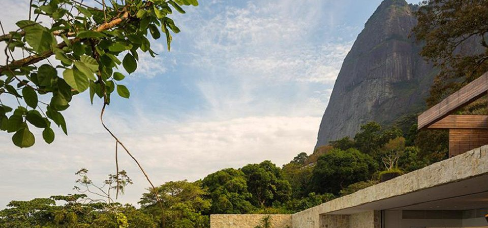А вы бывали в Бразилии? Вилла у подножия горы