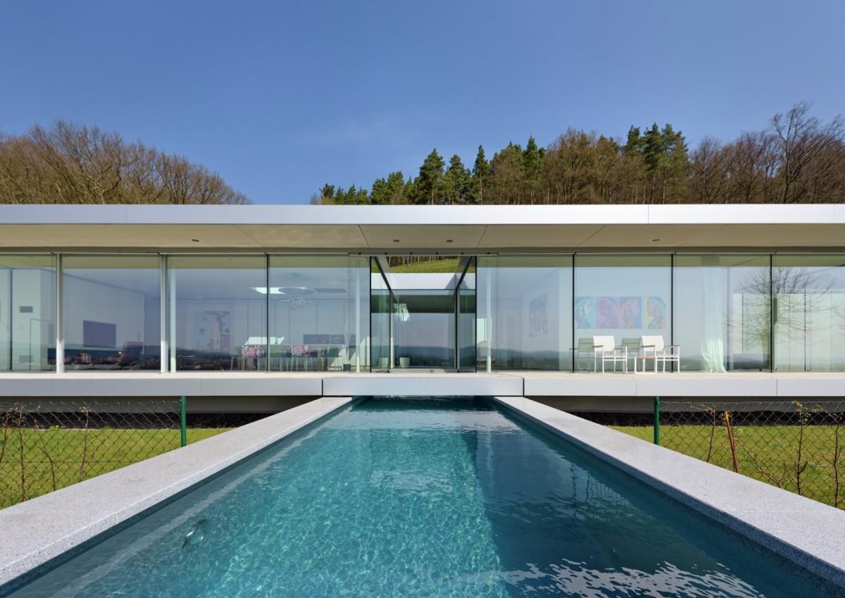 Немецкая мечта из стекла и бетона: дом с бассейном