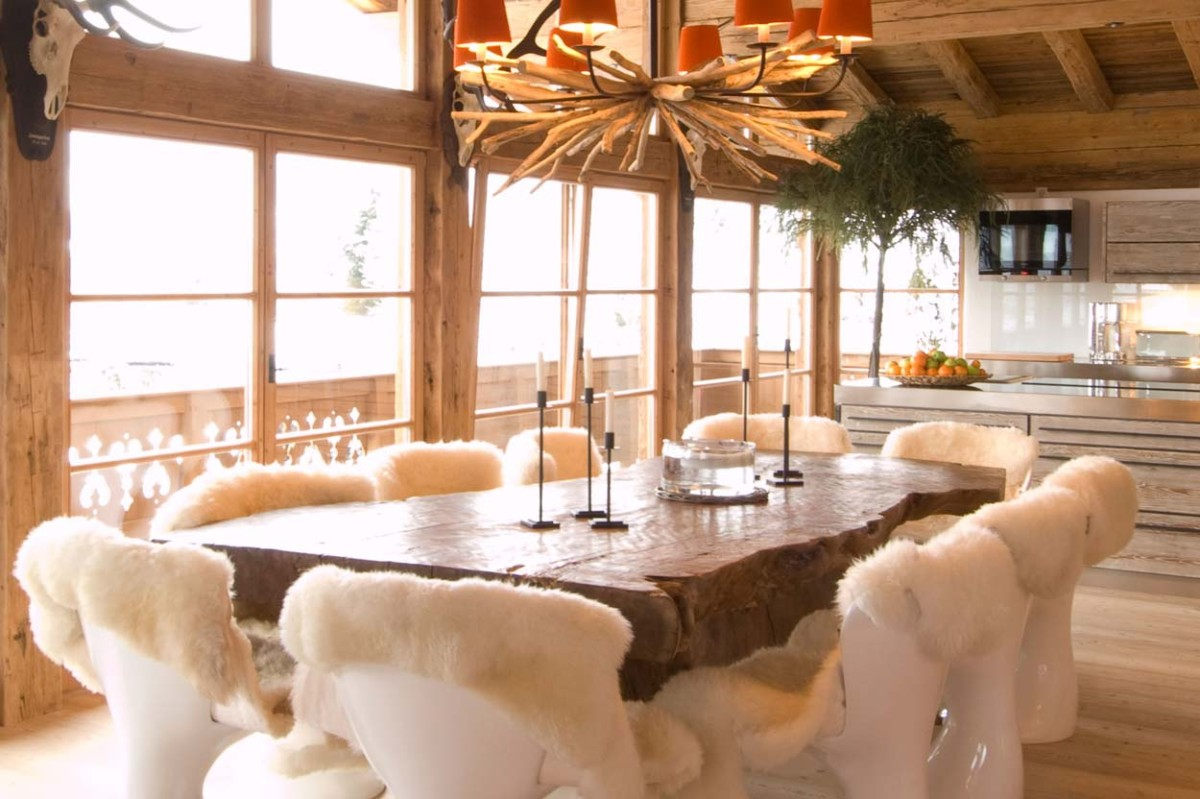 Деревянный дом в стиле шале с необычным интерьером