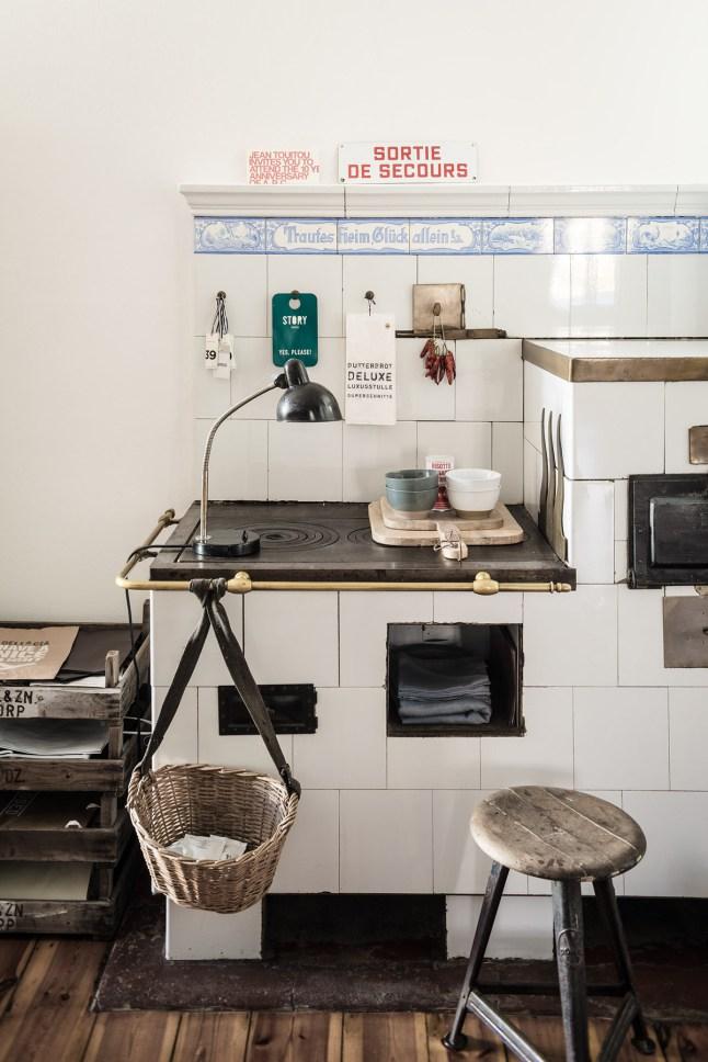 Кухня/столовая в  цветах:   Бежевый, Белый, Светло-серый, Темно-коричневый, Черный.  Кухня/столовая в  стиле:   Скандинавский.