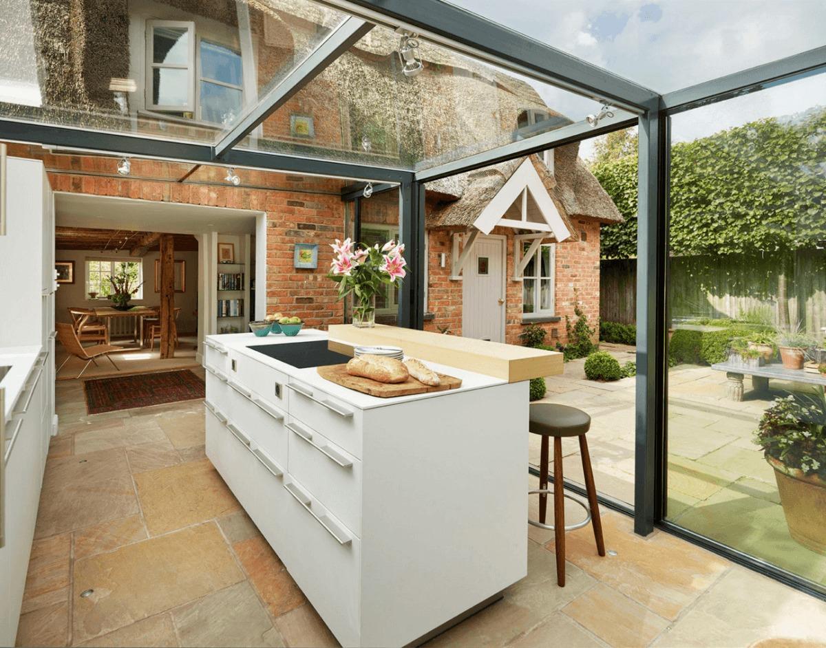Пристройка к даче: новая летняя кухня