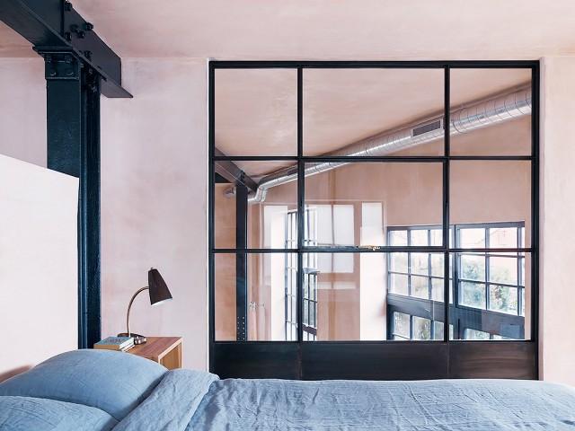 Спальня в  цветах:   Бежевый, Бирюзовый, Светло-серый, Серый, Черный.  Спальня в  стиле:   Минимализм.