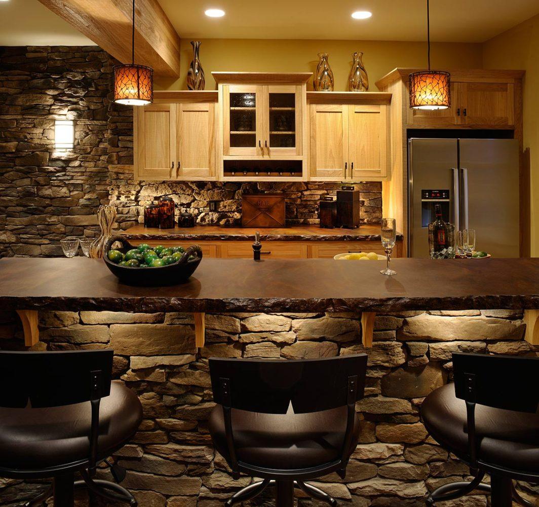 30 кухонь с отделкой из камня: для брутального дома